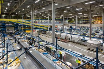 Dans le plus grand centre de logistique européen de FedEx à Roissy-CDG