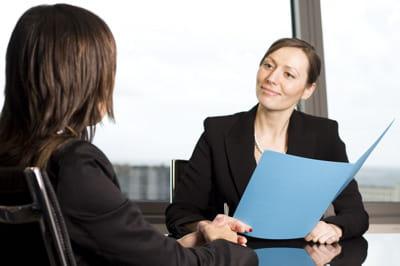 Ce recruteur fait une chose étrange à chaque entretien d'embauche