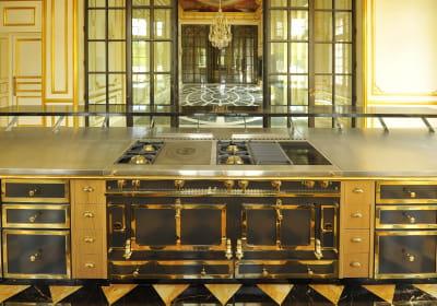 les cuisini res la cornue symbole du luxe fran ais les indispensables d 39 une maison de. Black Bedroom Furniture Sets. Home Design Ideas