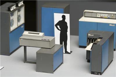 maquette d'une salle informatique ibm de 1960