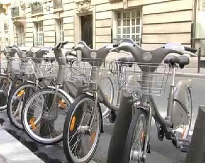 le vélib a été lancé à paris le dimanche 15 juillet 2007