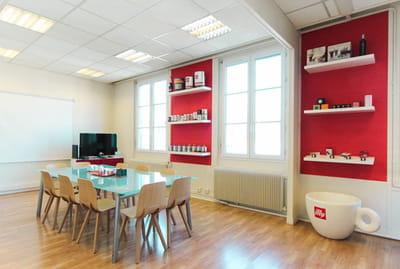 Cr er des espaces fonctionnels et confortables 7 astuces for Decoration salle de reunion