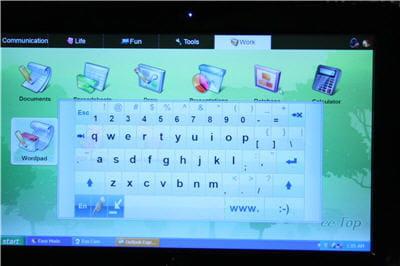 un clavier virtuel, pratique car assez grand