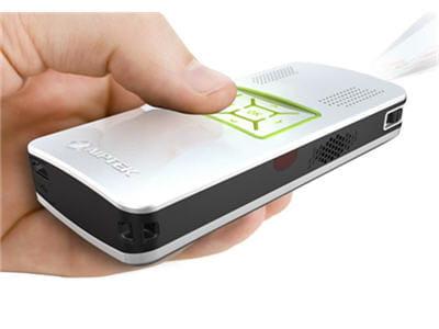 un vidéo-projecteur de poche qui peut prendre sa source de votre baladeur