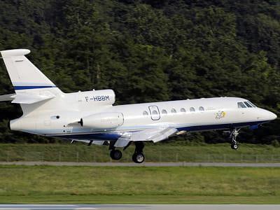 le falcon 50 de la société de bernard magrez décolle de l'aéroport de lugano en