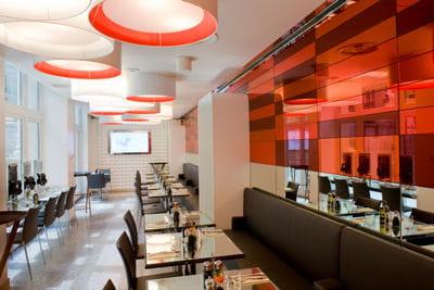 le 'carré rouge', le restaurant du studio sfr