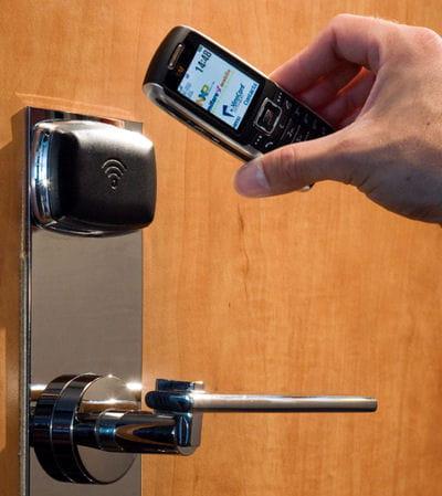 l'ouverture de porte au téléphone portable.