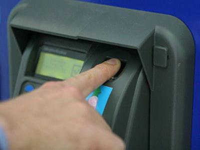 pour payer sa canette, il suffit de poser son doigtsur la machine.