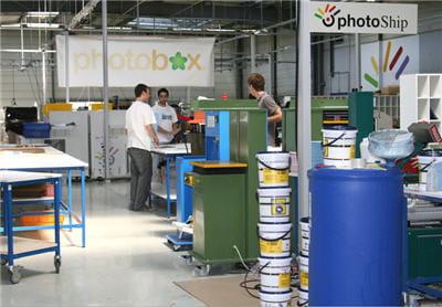 le centre de production fonctionne 24 heures sur 24, 7 jours sur 7