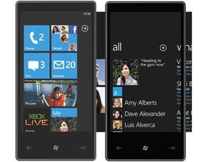 a gauche, la page de démarrage de windows phone 7, à droite, sa page d'accueil
