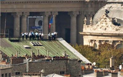 mais que font ces gendarmes sur ce toit ?