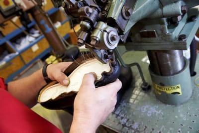 la technique goodyear permet de limiter l'usage des colles.