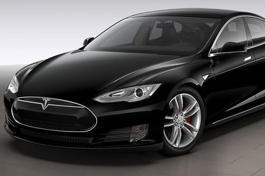 Tesla met à jour ses voitures avec un pilote automatique