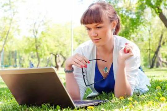 Vêtements, livres et billets d'avion en tête des intentions d'achat sur internet