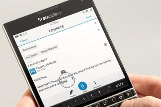 Blackberry lance son nouveau smartphone carré, Passport
