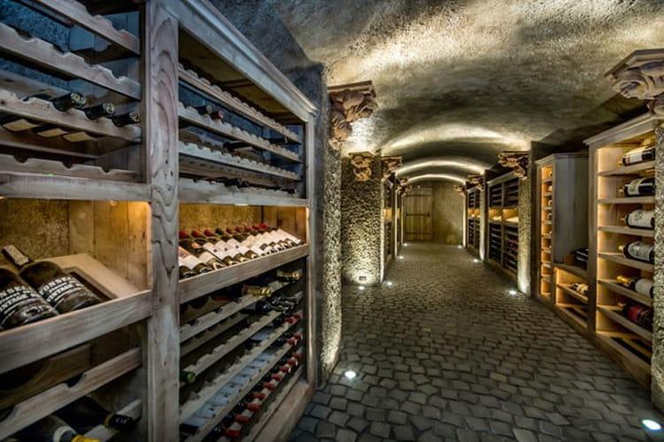 une cave  u00e0 vin digne de ce nom   visitez ce manoir vendu