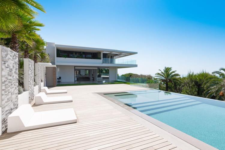 Une piscine ext rieure visitez cette villa d 39 architecte for Exemple piscine exterieure