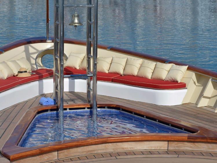Qui dit yacht dit certains équipements...