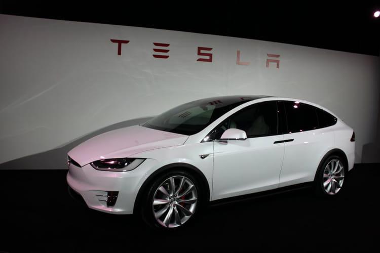 La Model X est un crossover de taille moyenne