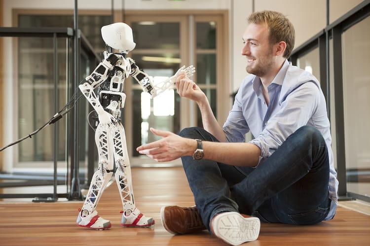Poppy, le robot qui apprend à marcher