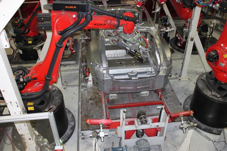 Une Model S en construction