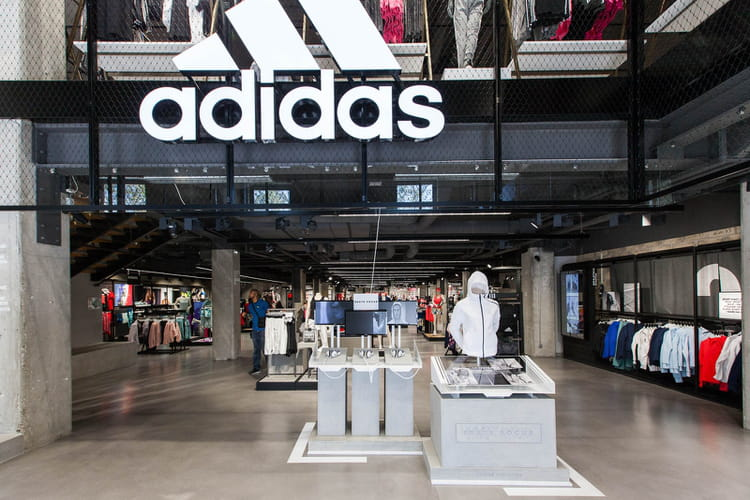 """Concept """"HomeCourt"""" dans le magasin Adidas des Champs-Elysées"""
