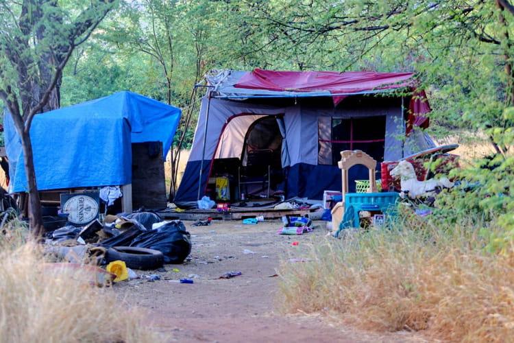 De tentes en cache beaucoup d autres ceux ci abritent un total de