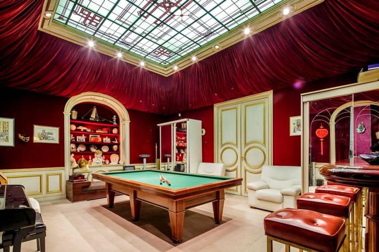 une salle de billard et son bar d u0026 39 origine  comme au casino   l u0026 39 ancien duplex parisien de gunter