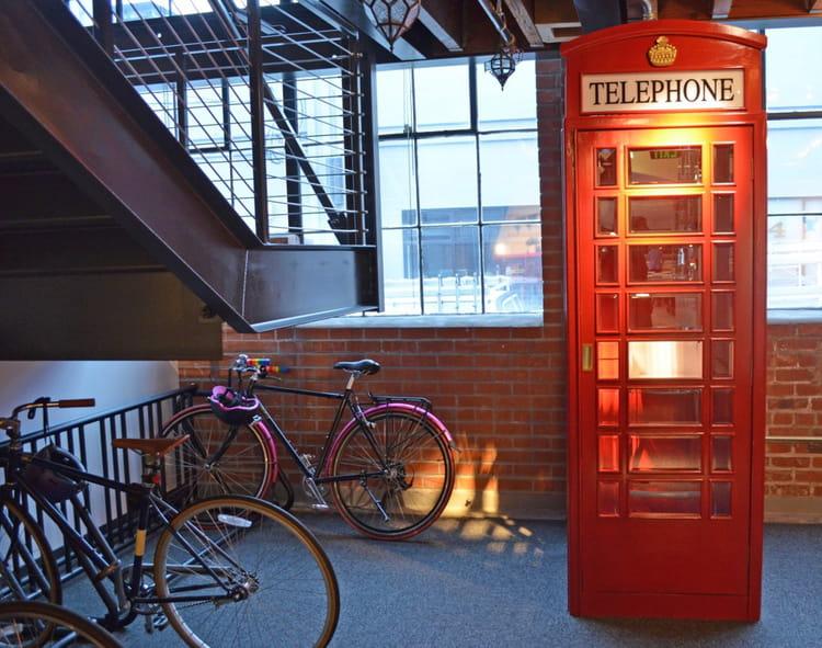 Des cabines rétro pour les appels perso