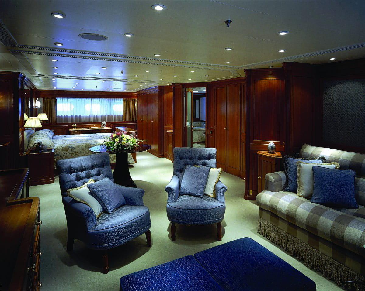 l 39 int rieur du bateau n 39 est pas mal non plus voil un yacht parfait pour un millionnaire qui. Black Bedroom Furniture Sets. Home Design Ideas
