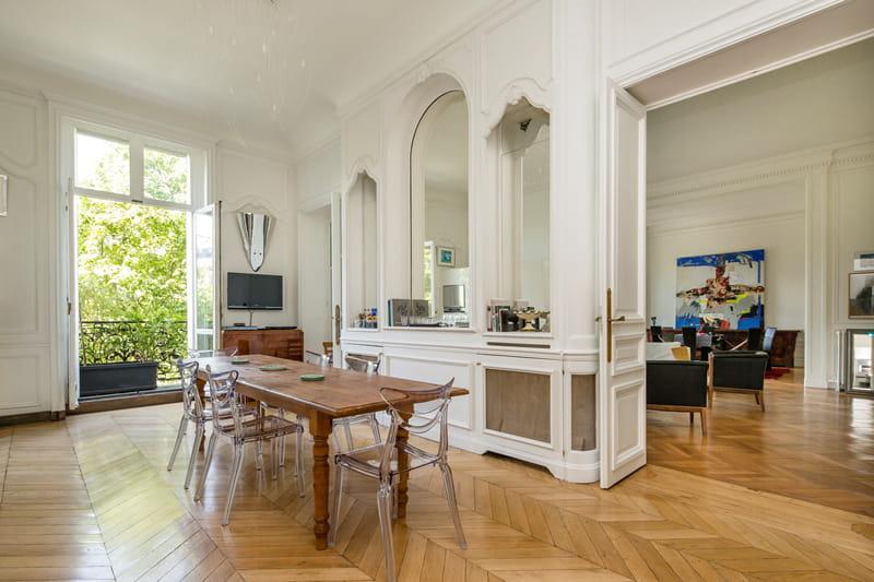 une salle manger attenante visitez cet appartement haussmannien de 263 m vendre pour 2. Black Bedroom Furniture Sets. Home Design Ideas