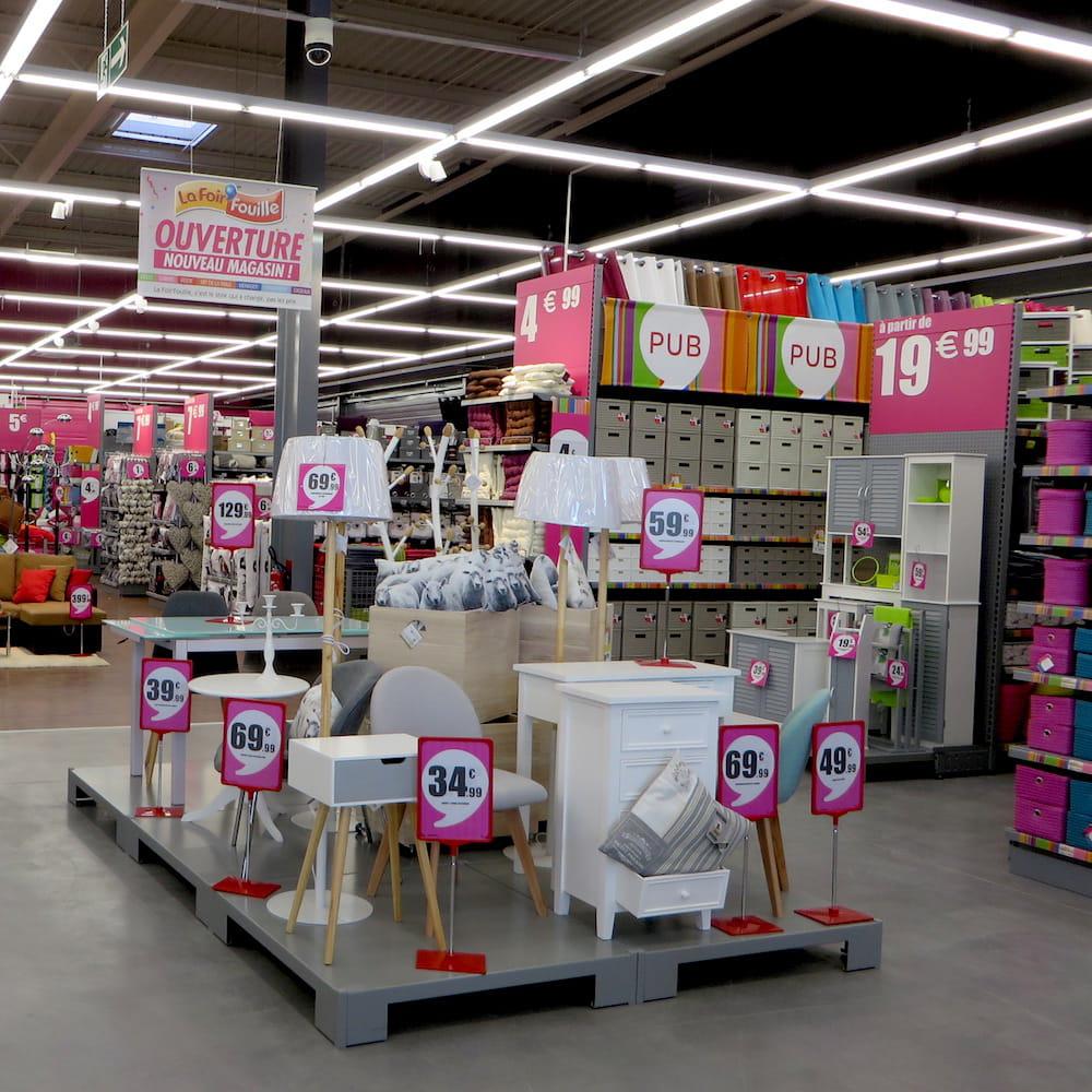 responsable d 39 un magasin foir 39 fouille 30 000 euros bruts. Black Bedroom Furniture Sets. Home Design Ideas