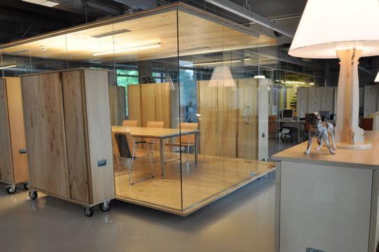 chez headvertising les salles de r union d pla able 20 bureaux design d couvrir en images jdn. Black Bedroom Furniture Sets. Home Design Ideas