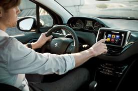 l'ergonomie et la navigation de peugeot connect apps sont adaptées aux