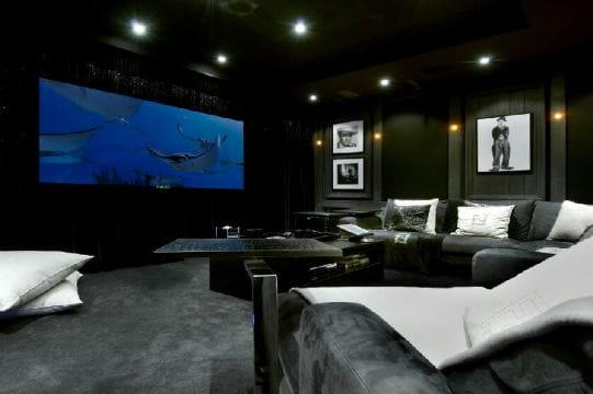 Une salle d di e au cin ma les plus beaux chalets des alpes jdn - Construire sa salle de cinema ...