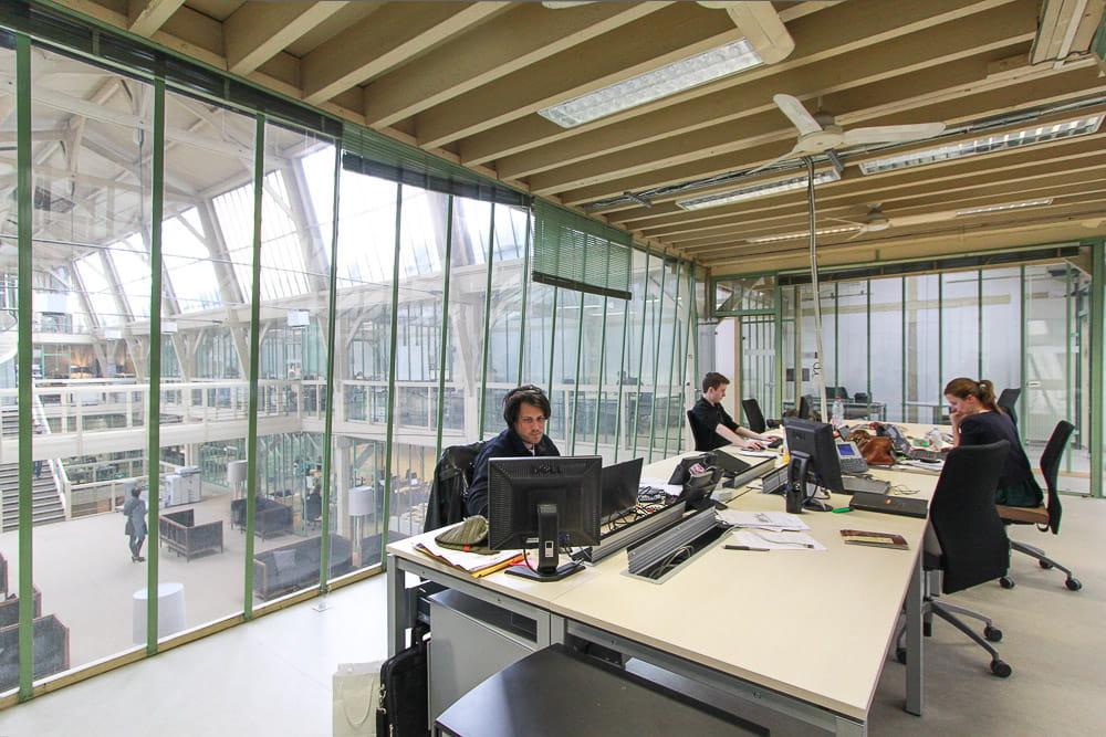 des bureaux comme des tours de contr le a la d couverte du zeppelin de verre de nurun france jdn. Black Bedroom Furniture Sets. Home Design Ideas
