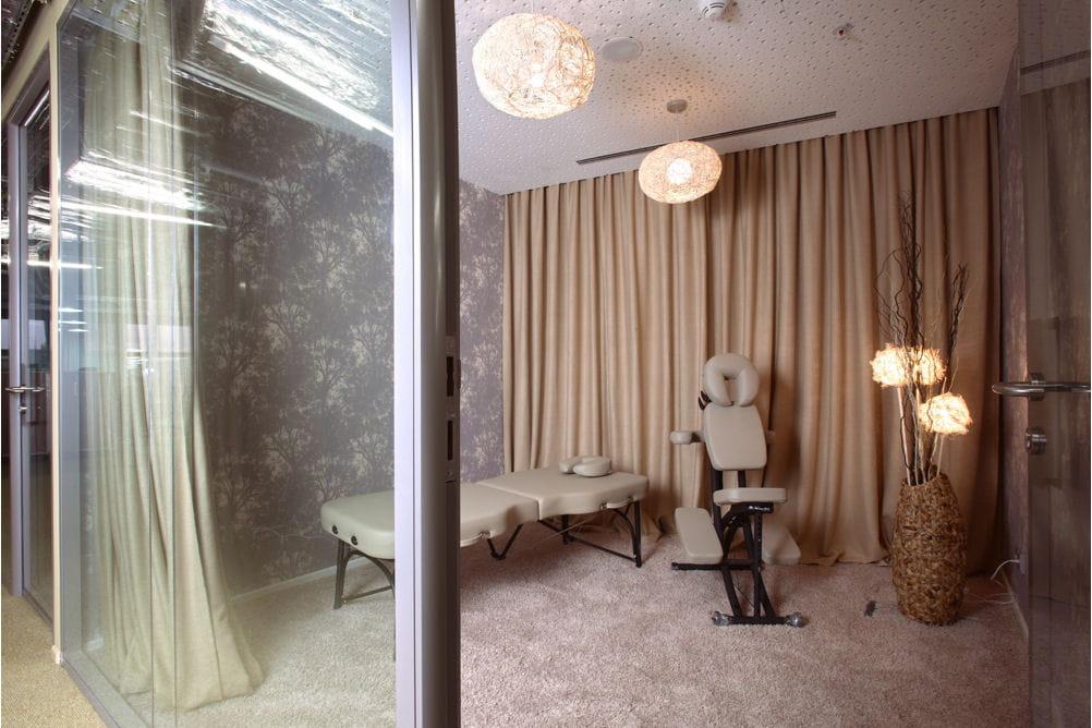 une salle de massage pour finir la journ u00e9e en douceur