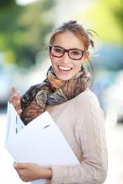 un simple foulard imprimé permet de se distinguer.