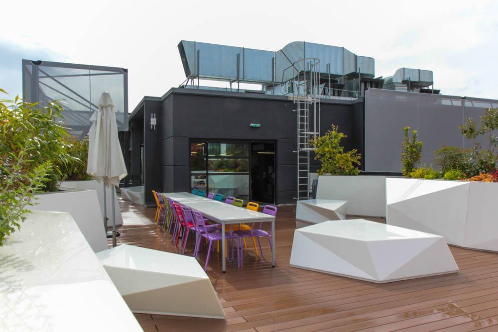 une terrasse avec barbecue pour les beaux jours l 39 cole 42 l 39 cole du futur jdn. Black Bedroom Furniture Sets. Home Design Ideas