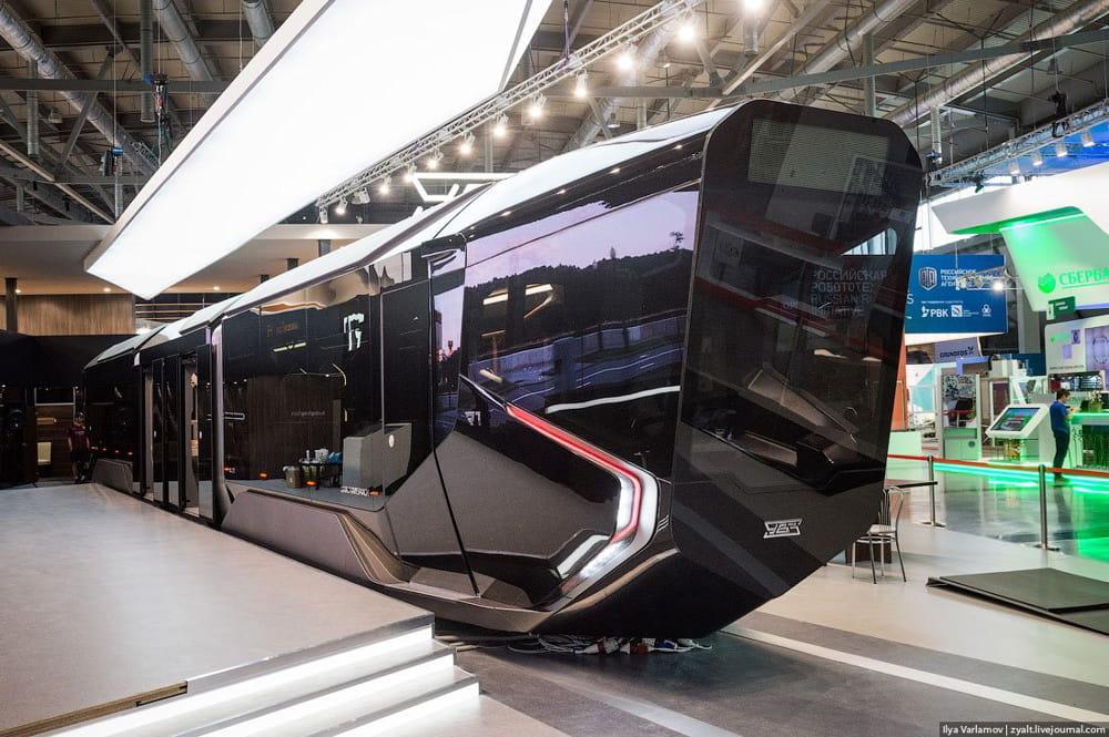 panneaux de verre   l u0026 39 incroyable tram futuriste de la