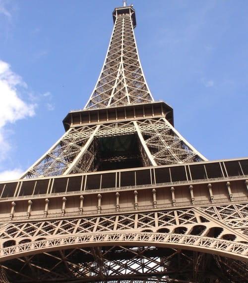 La tour eiffel 8 000 et 10 000 euros la journ e for Combien de tour de teflon