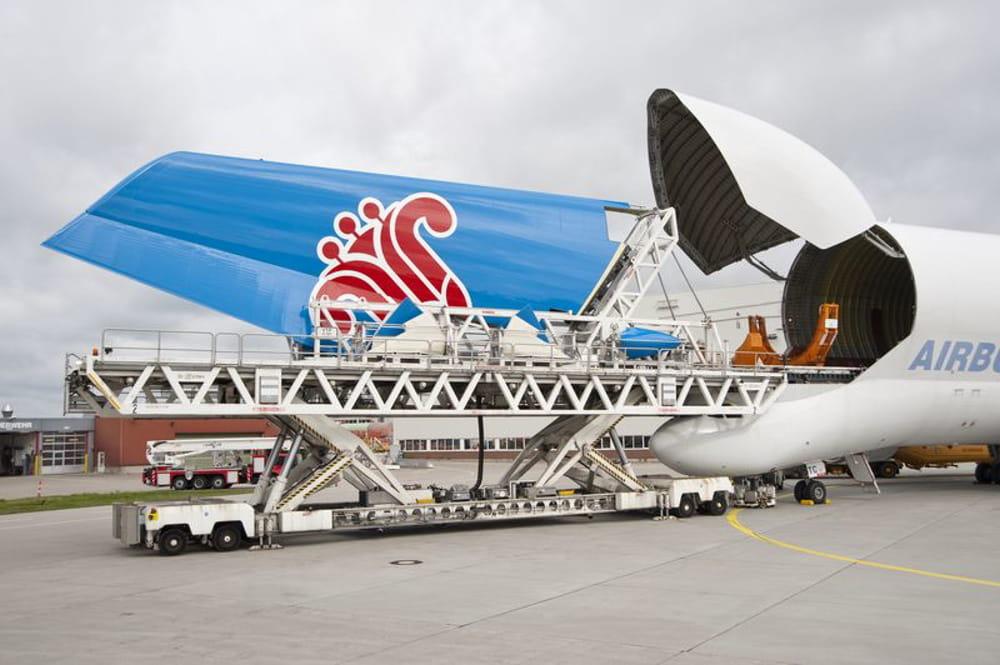 des dimensions impressionnantes   l u0026 39  u00e9trange avion cargo d