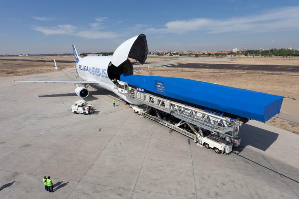 un chargement de taille   l u0026 39  u00e9trange avion cargo d u0026 39 airbus