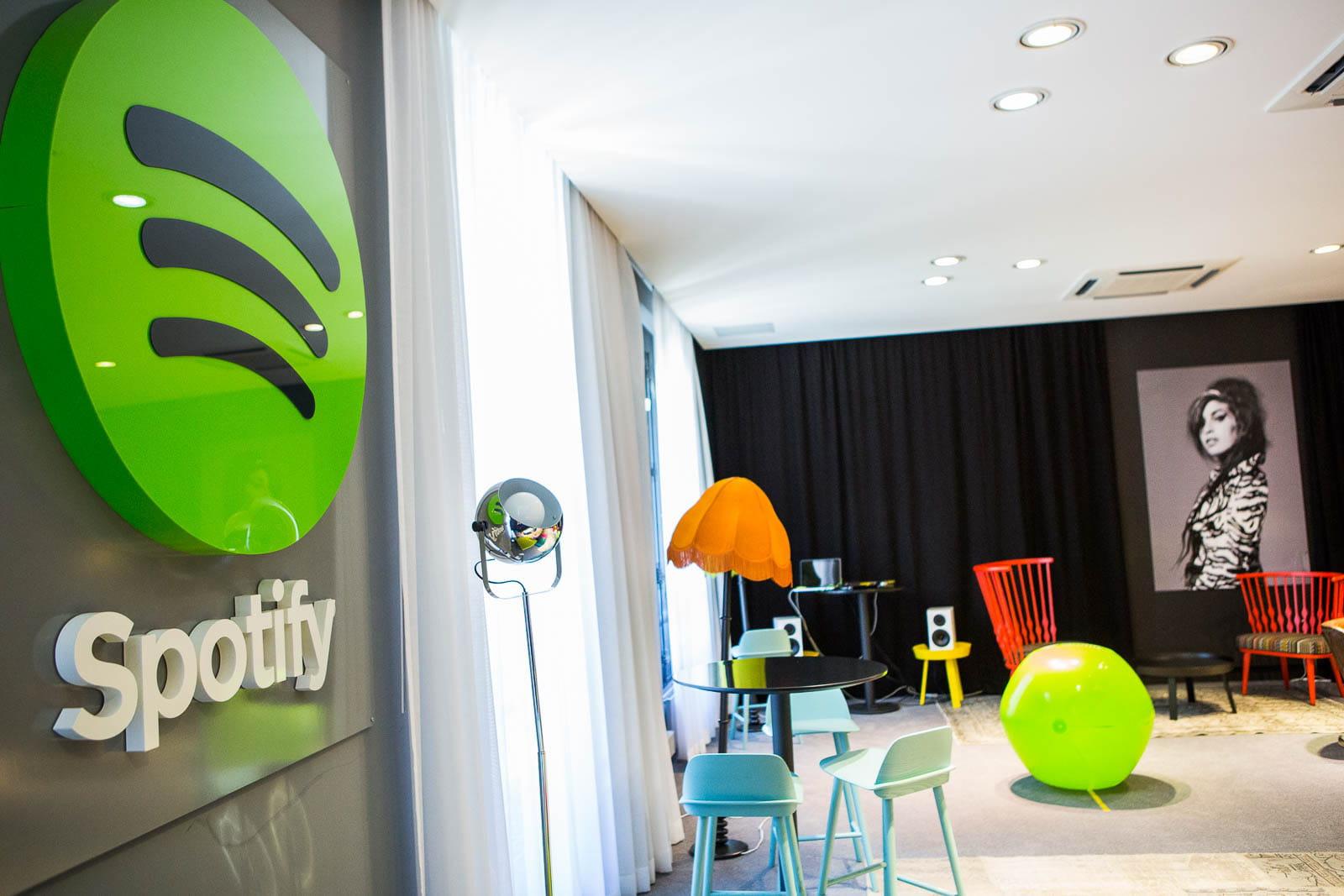 d couvrez les nouveaux locaux de spotify ambiance su doise au coeur de paris jdn. Black Bedroom Furniture Sets. Home Design Ideas