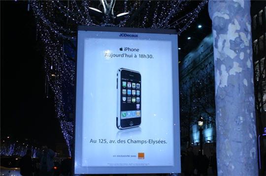 L'hystérie iPhone envahit les Champs-Elysées