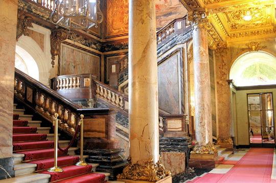 un hall majestueux   l u0026 39 h u00f4tel particulier de la ccip