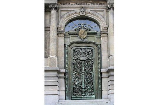 la porte de bronze   l u0026 39 h u00f4tel particulier de la ccip