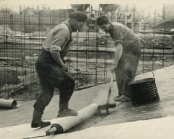 le 'mammouth', qui fera le succès de l'entreprise, est une toile de jute trempée