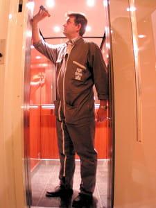 lecontrôle technique de l'ascenseur revient à environ 390euros pour la