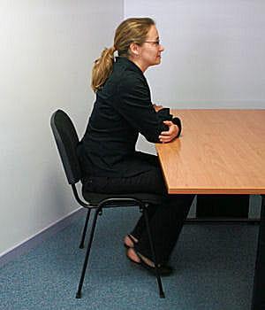 la posture du nerveux en entretien d 39 embauche adoptez la bonne posture jdn. Black Bedroom Furniture Sets. Home Design Ideas